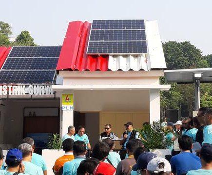 panel surya di atas atap